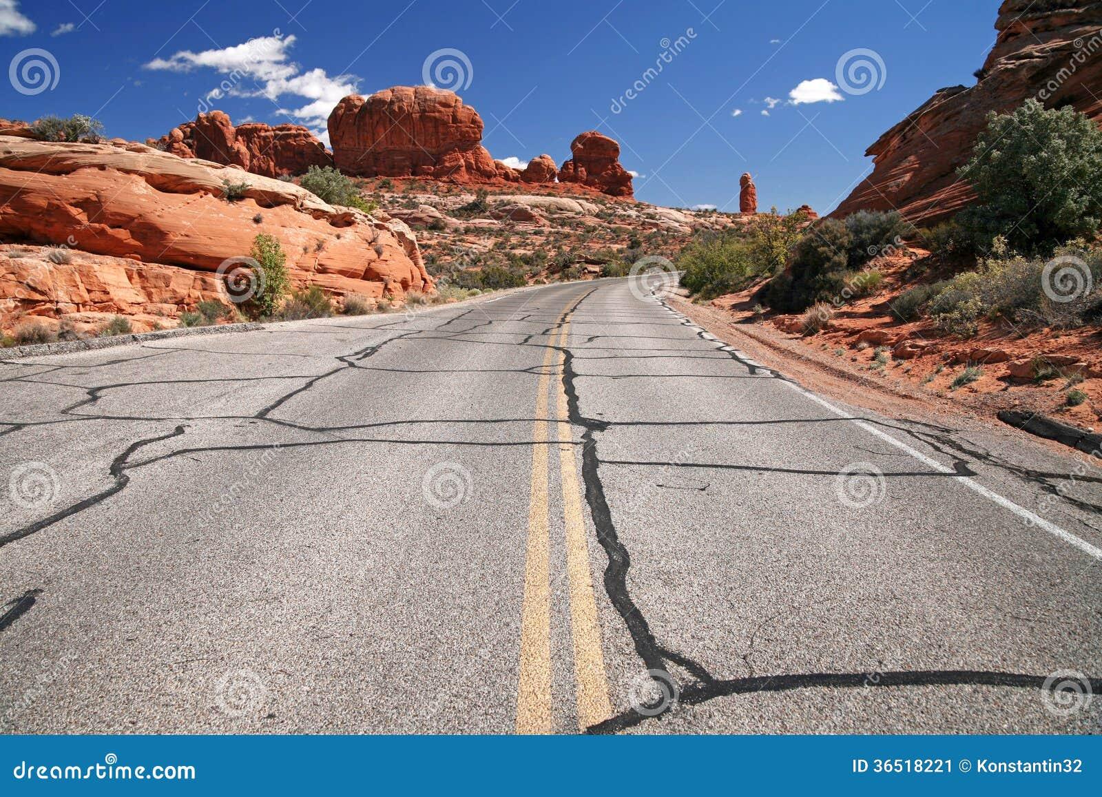 Route aux Etats-Unis, parc national de voûtes près de Moab