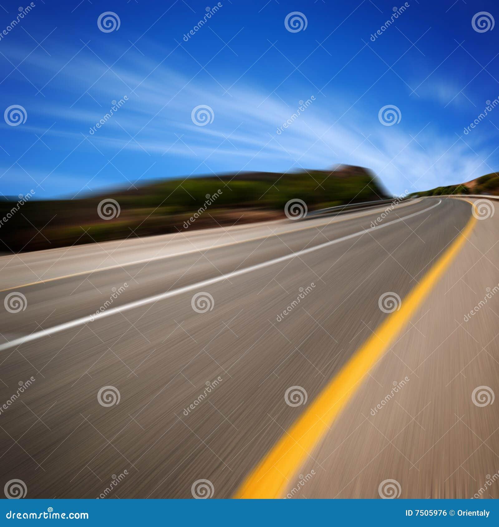 Route dans le mouvement