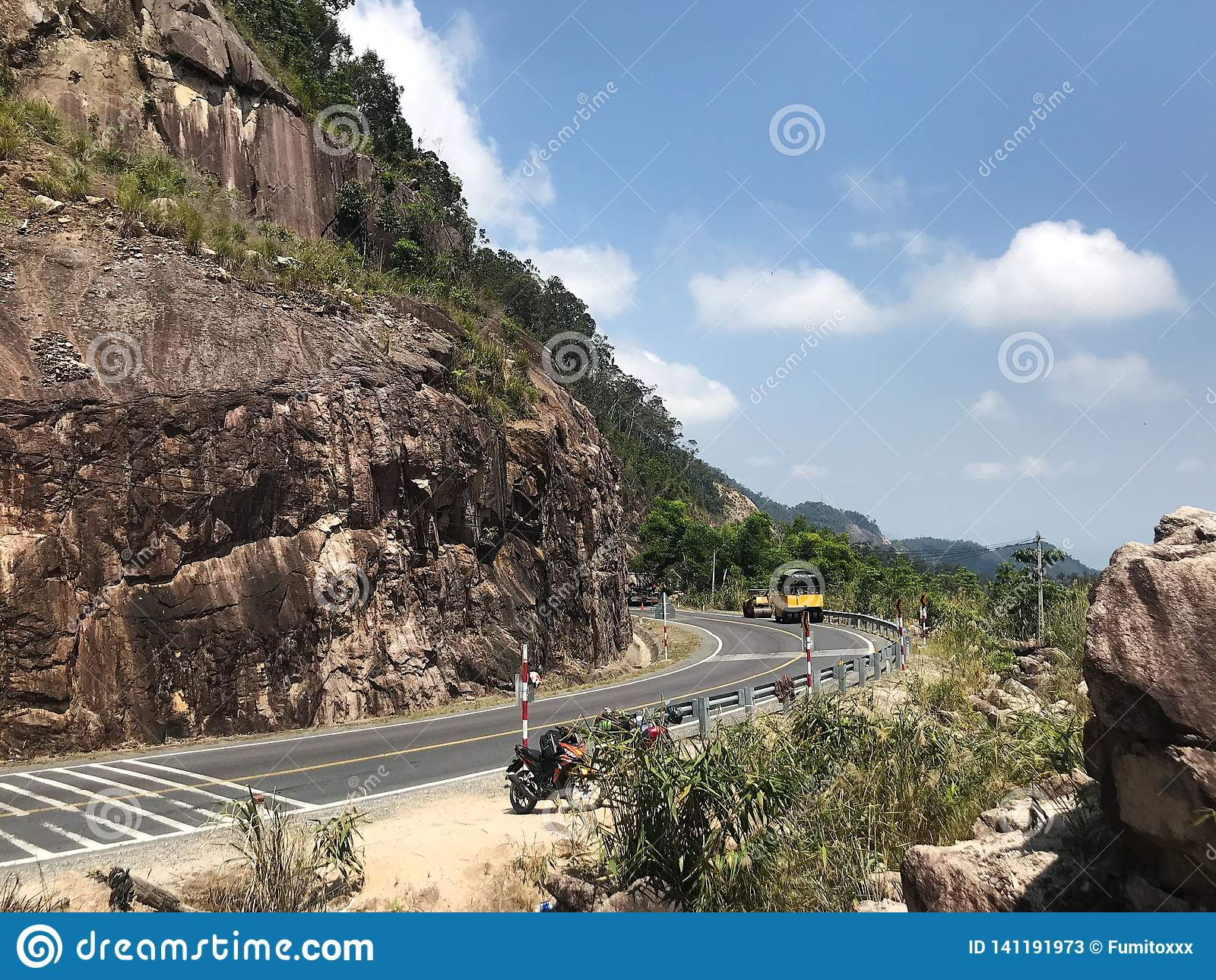 Route dans les montagnes du dalat au trang de nha