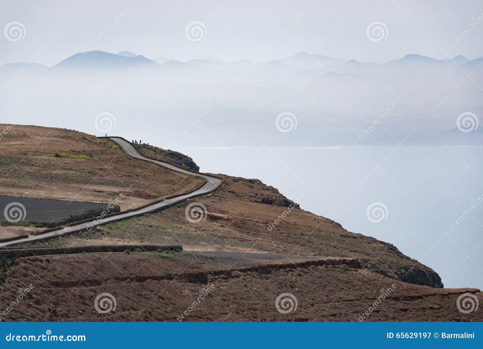 Route dans les montagnes, vue de del Rio, Lanzarote, Espagne de Mirador