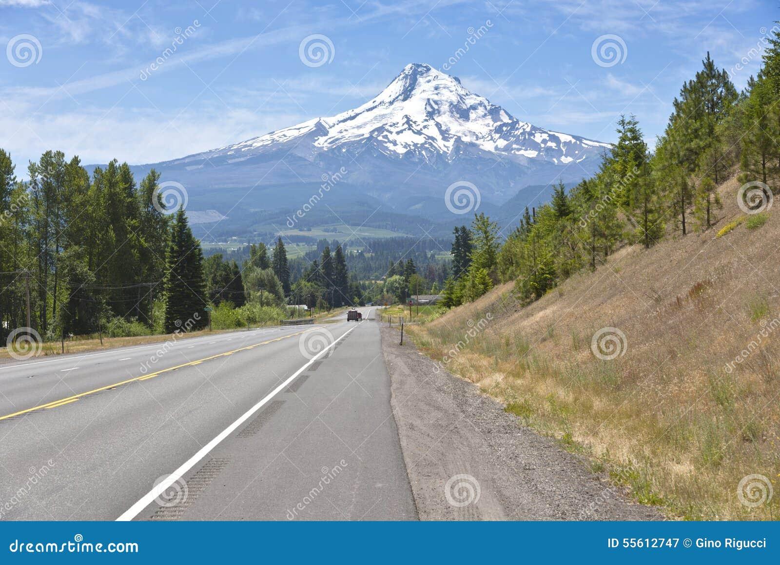 Route de campagne et Mt Vallée Orégon de capot