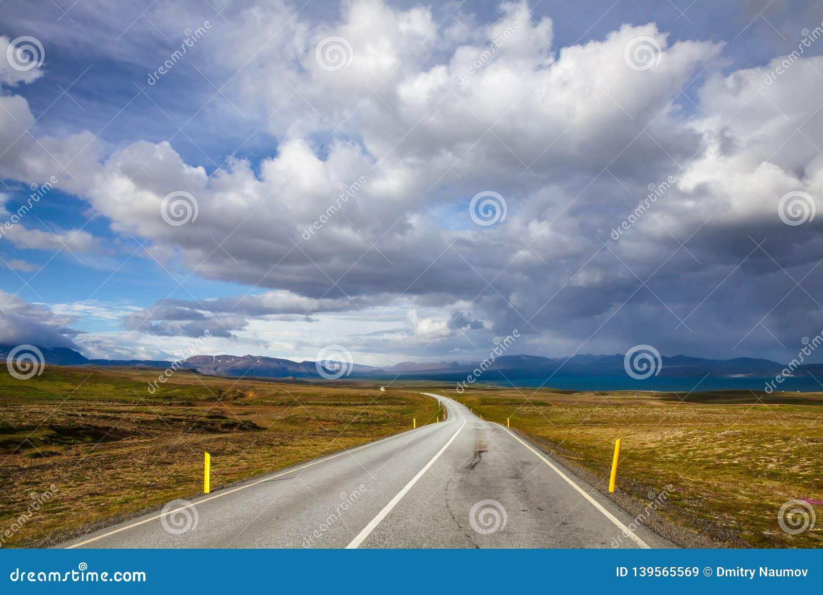 Route de l itinéraire 36 de Thingvallavegur par le parc national Islande Scandinavie de Thingvellir