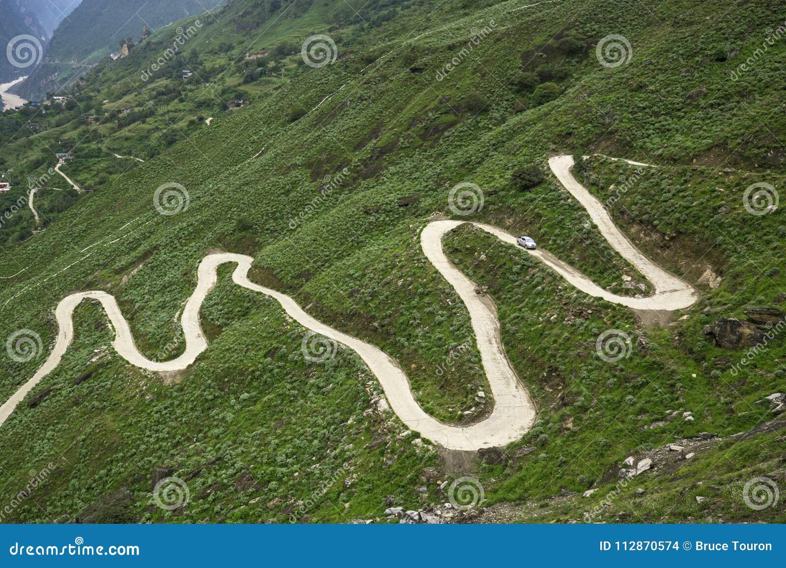 Route de montagne autour de Tiger Leaping Gorge, Qiaotou, Chine