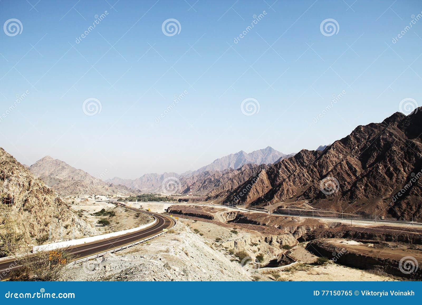Route de montagne aux EAU
