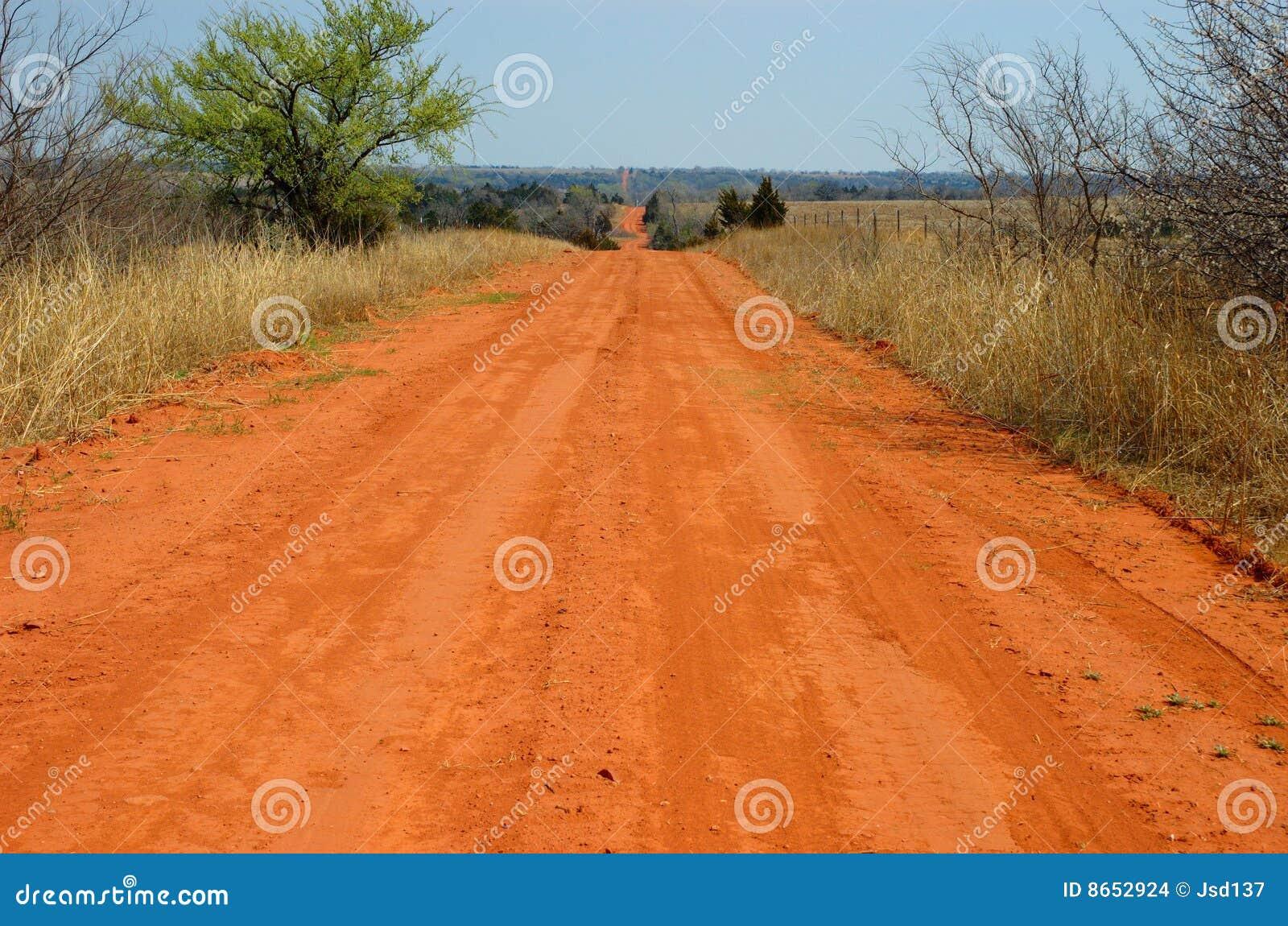 Route de rouge de saleté