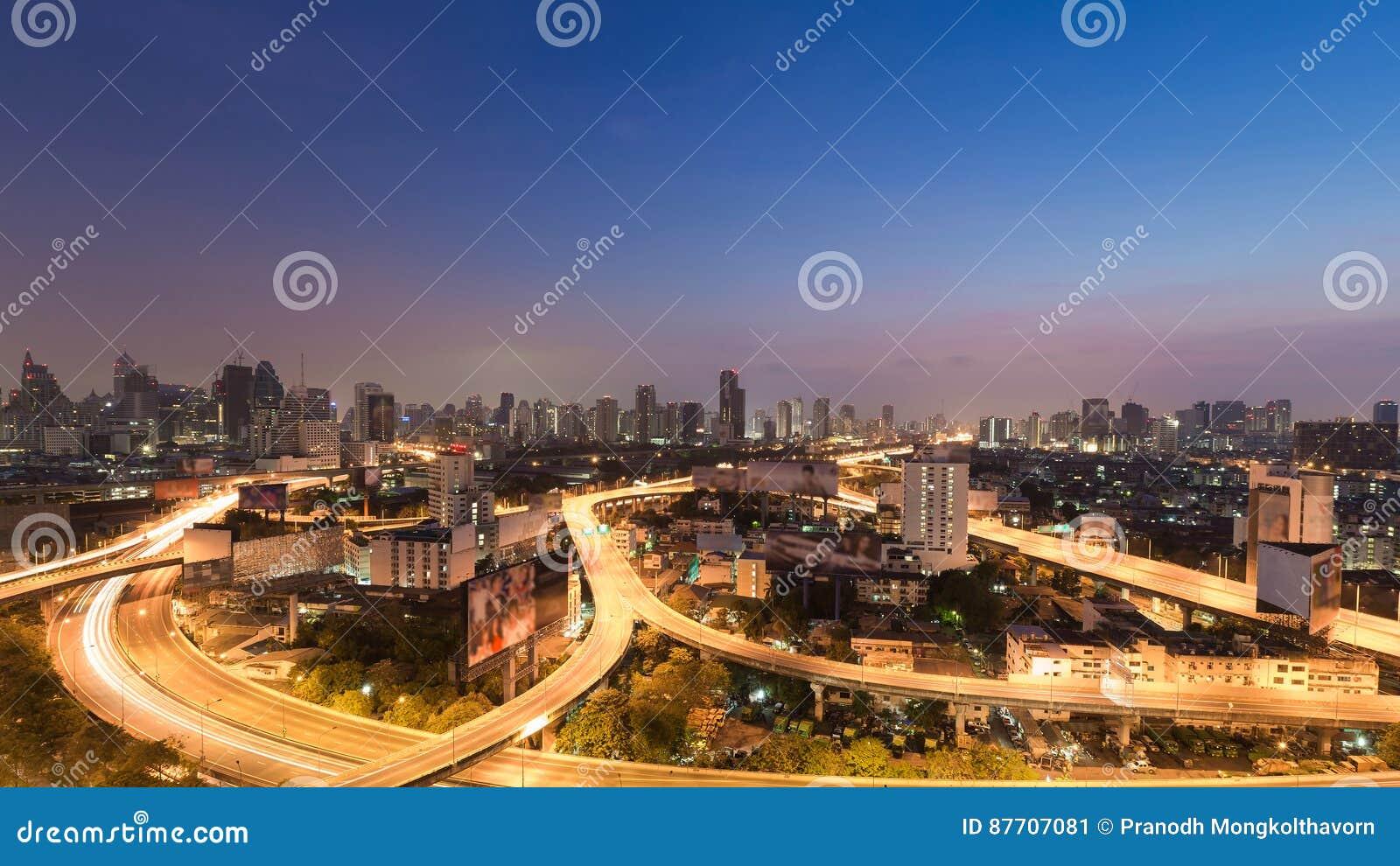 Route du centre de ville de Bangkok de vue aérienne