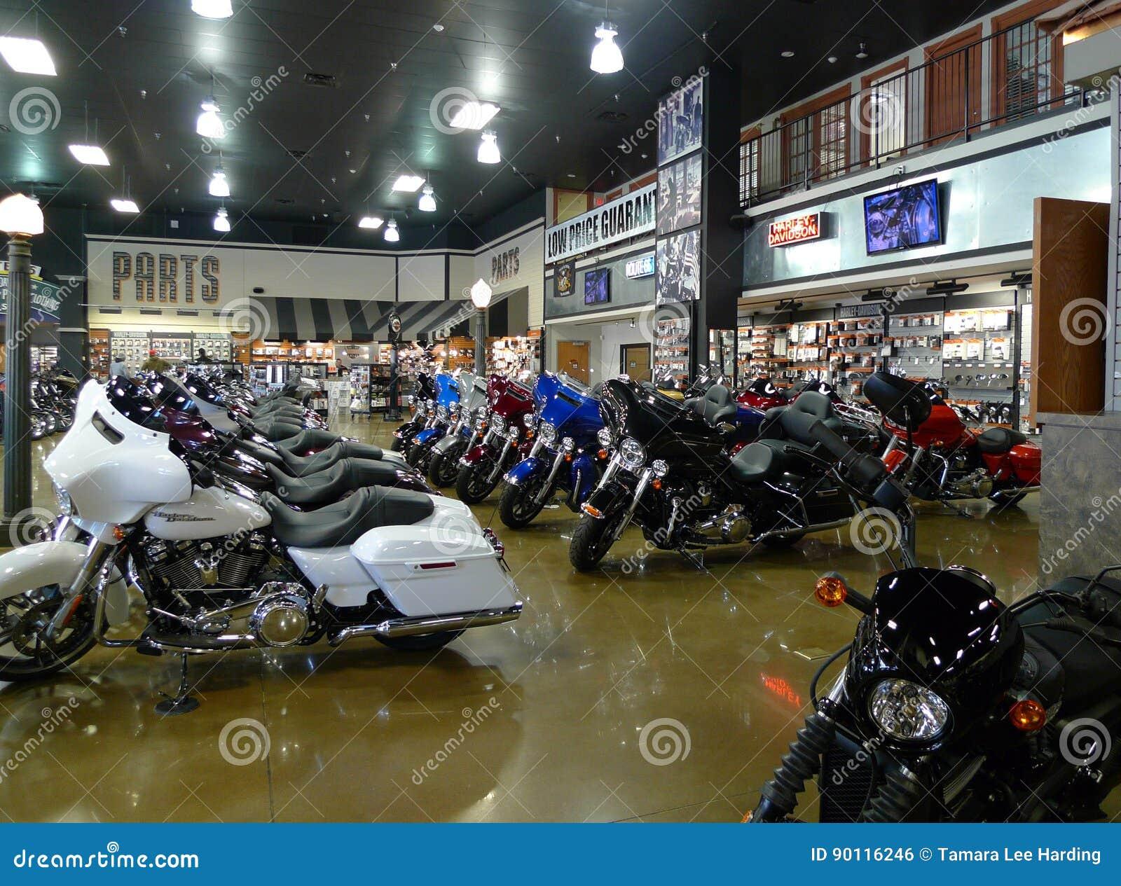 Route 66 Harley Davidson em Tulsa, Oklahoma, fileira de bicicletas novas