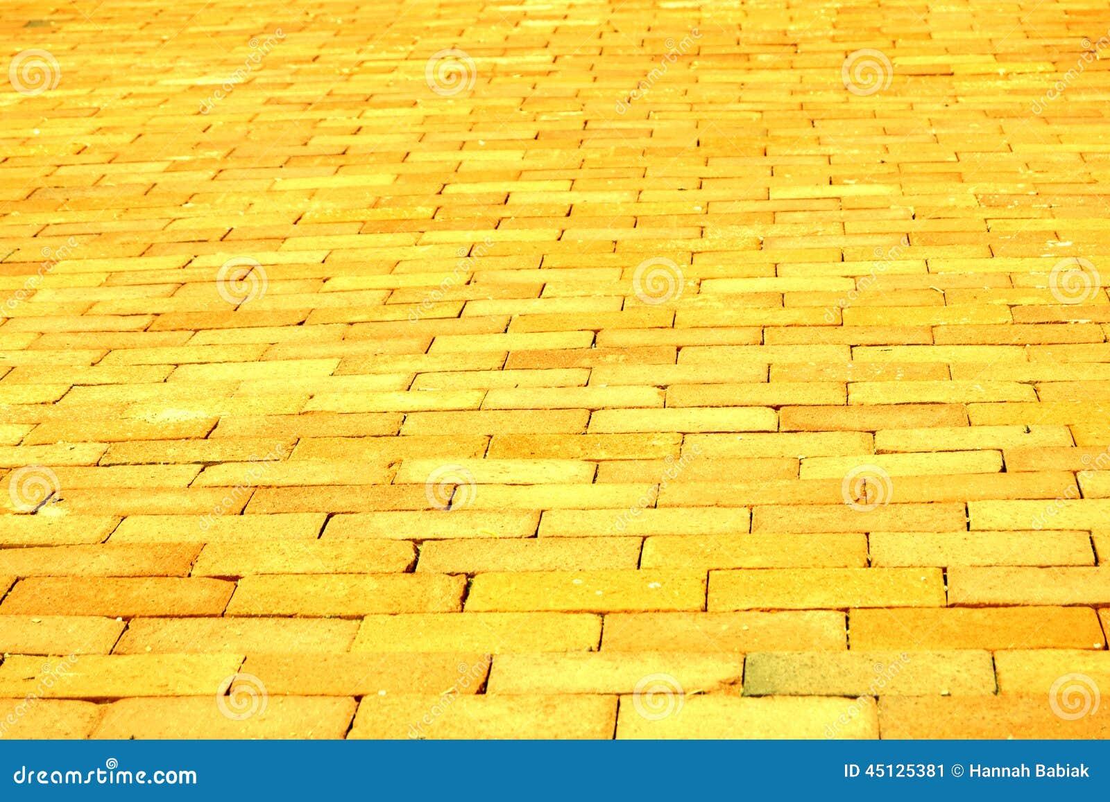 route jaune de brique photo stock image 45125381. Black Bedroom Furniture Sets. Home Design Ideas