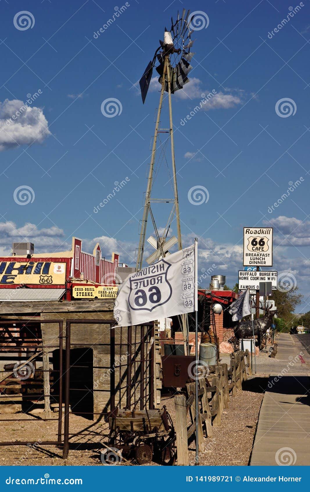 Route 66 -koffiebenzinestation aan de kant van de weg