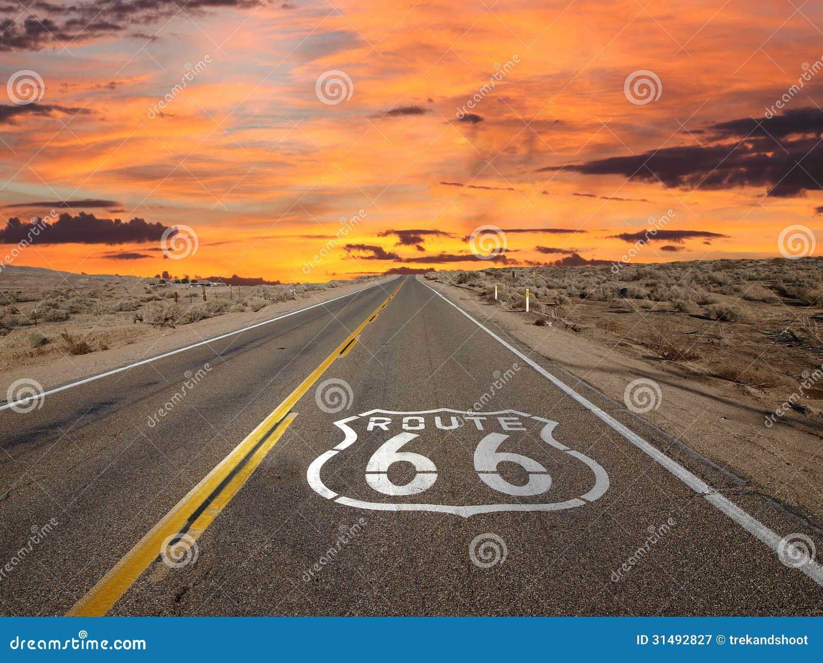 Route 66 -Pflasterungs-Zeichen-Sonnenaufgang Mojave-Wüste