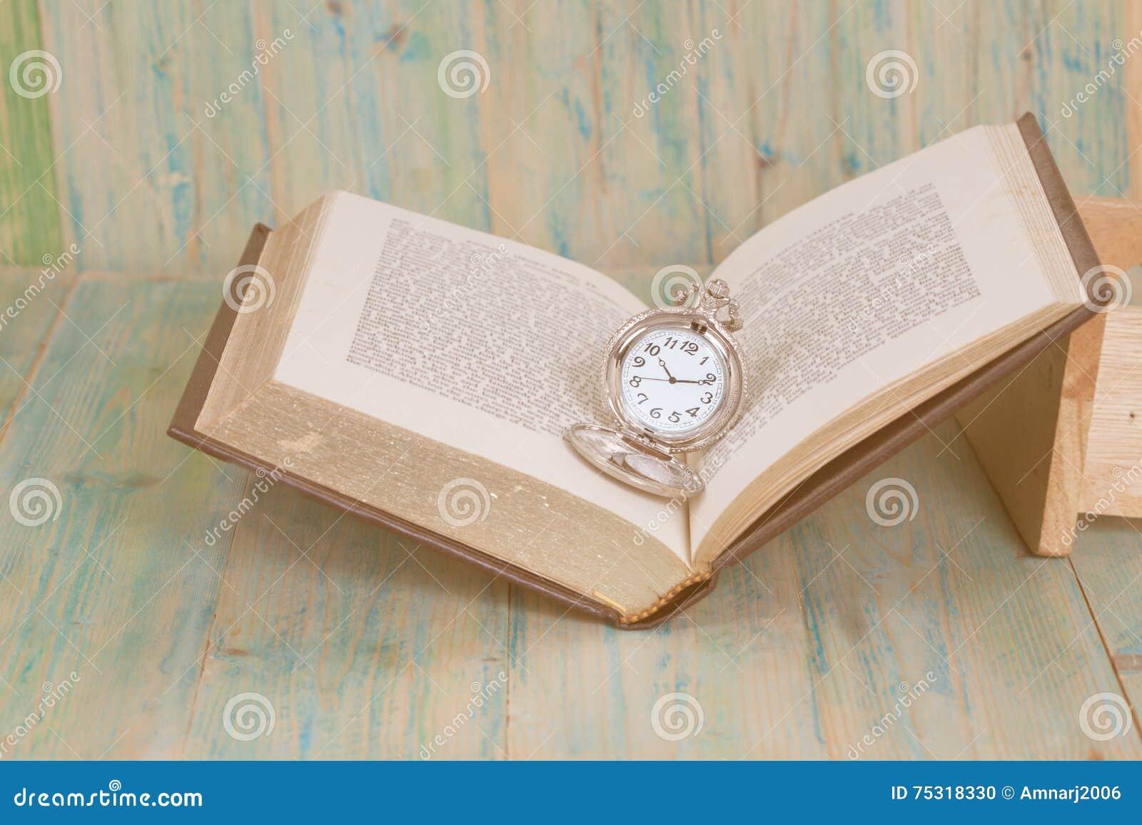 Rova över ålderbokbakgrund, Tid