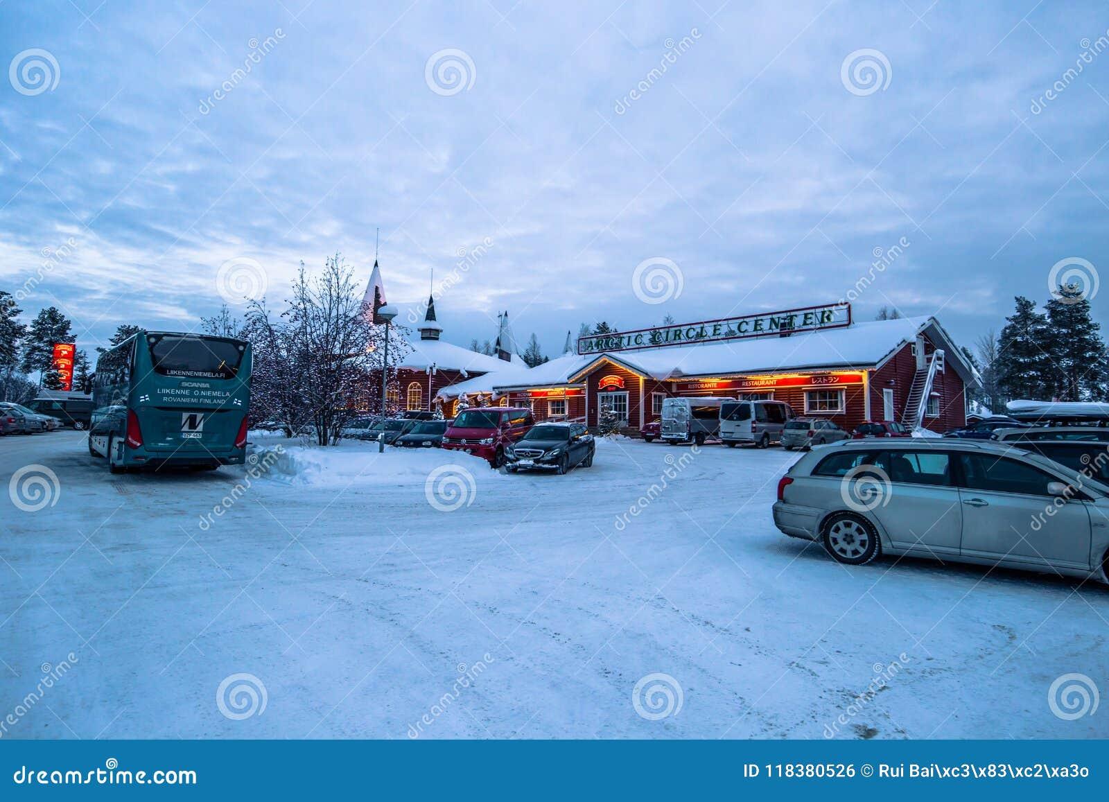 Rovaniemi - 16-ое декабря 2017: Деревня Санта Клауса Rovaniemi,