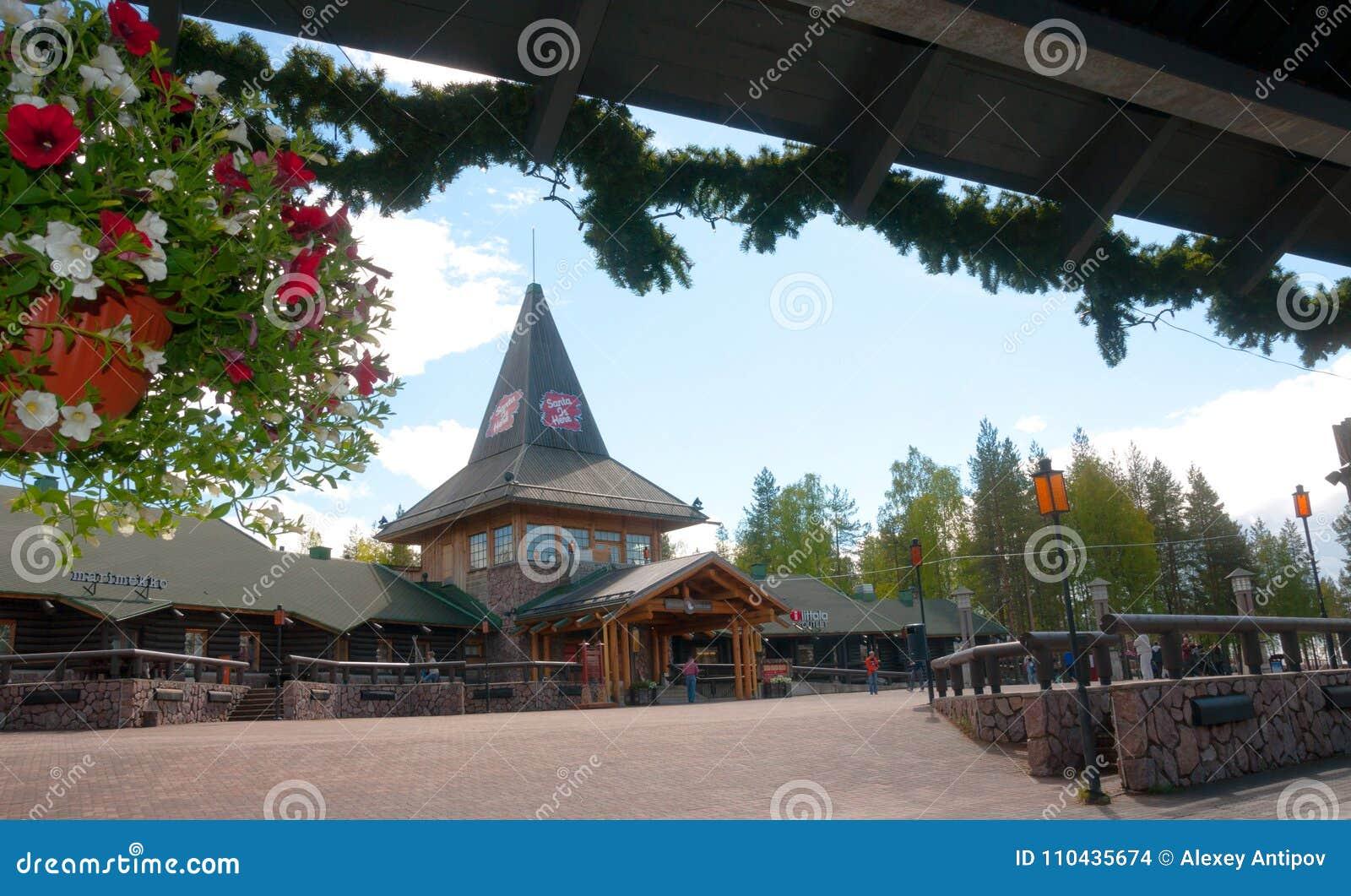 Rovaniemi Lapland region, Finland Santa Claus Village är ett nöjesfält i sommar