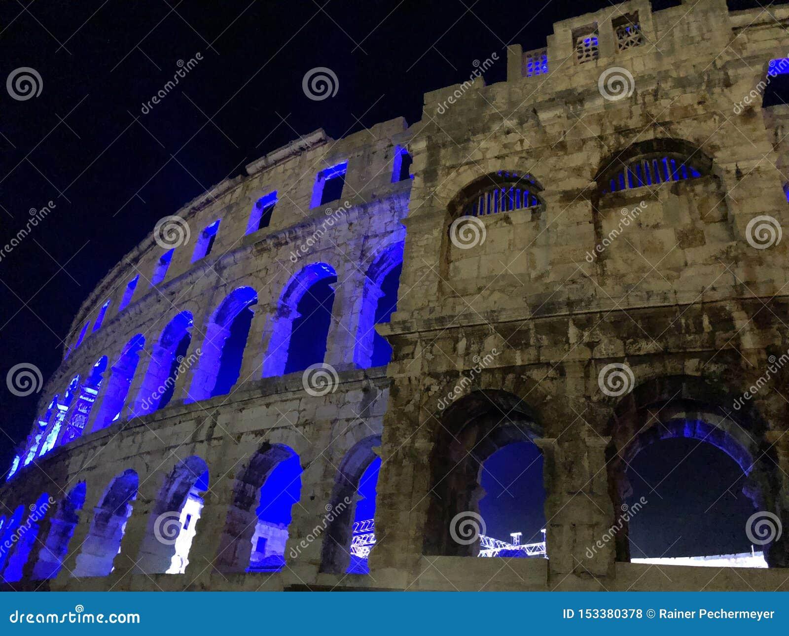 Rovina illuminata dell anfiteatro Pola/Croazia