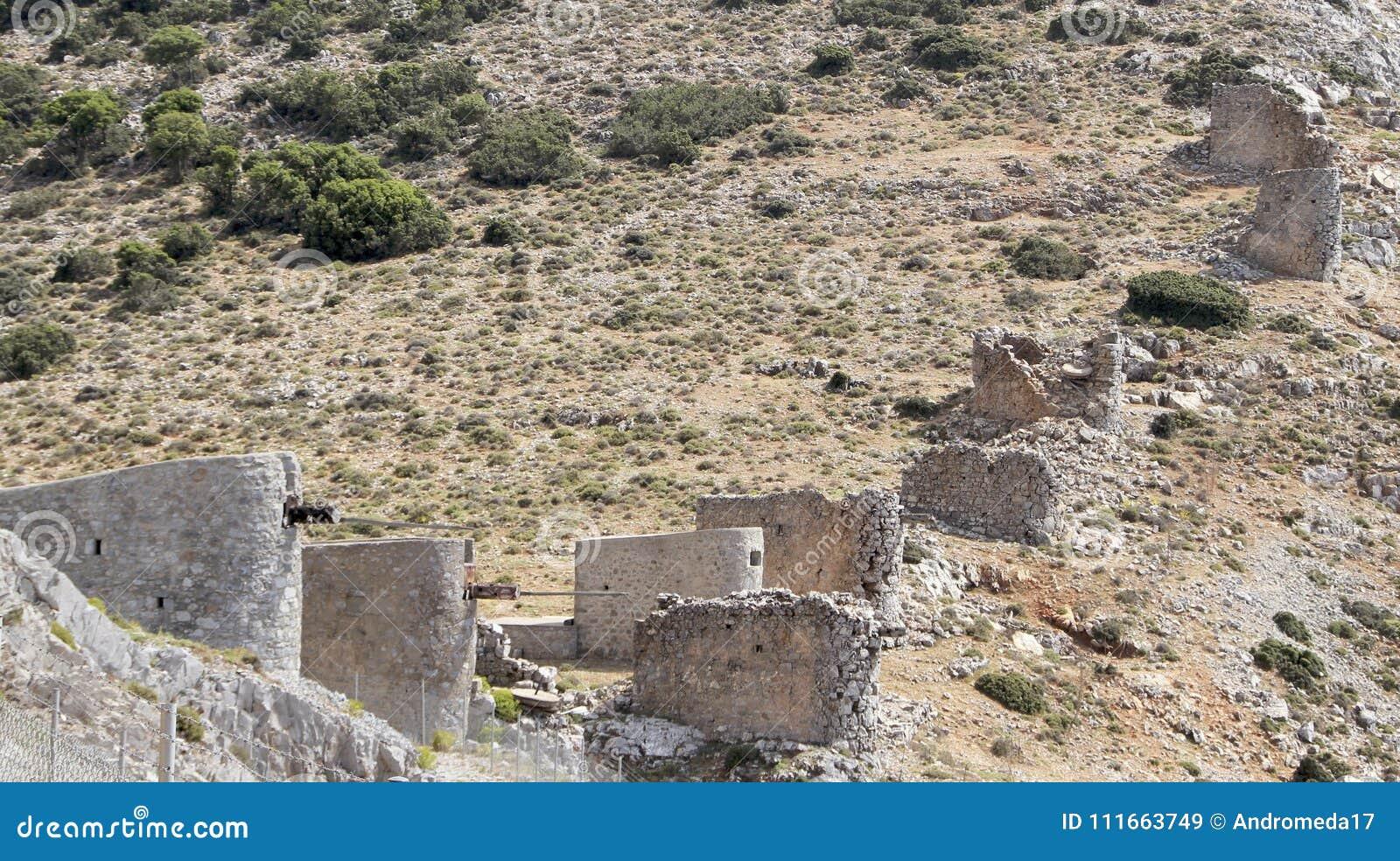 Rovine dei mulini a vento veneziani antichi costruiti nel XV secolo, plateau di Lassithi, Creta, Grecia