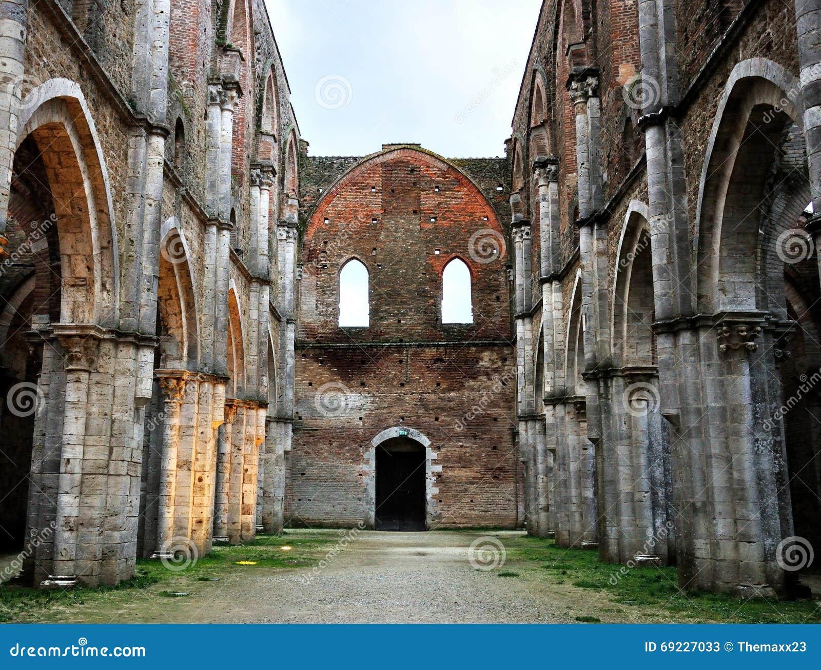 Rovine dell abbazia dell Italia San Galgano