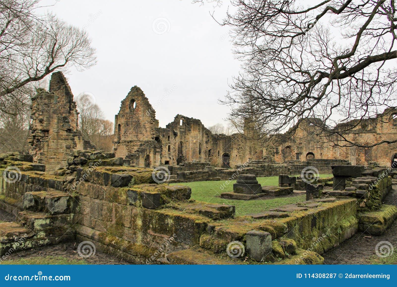 Rovine dell abbazia storica di Kirkstall a Leeds
