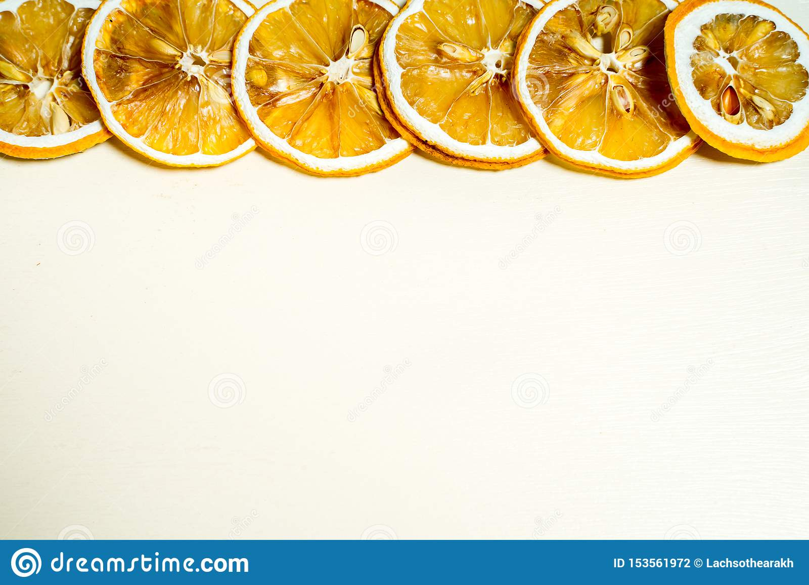 A row of lemon slice with seed inside