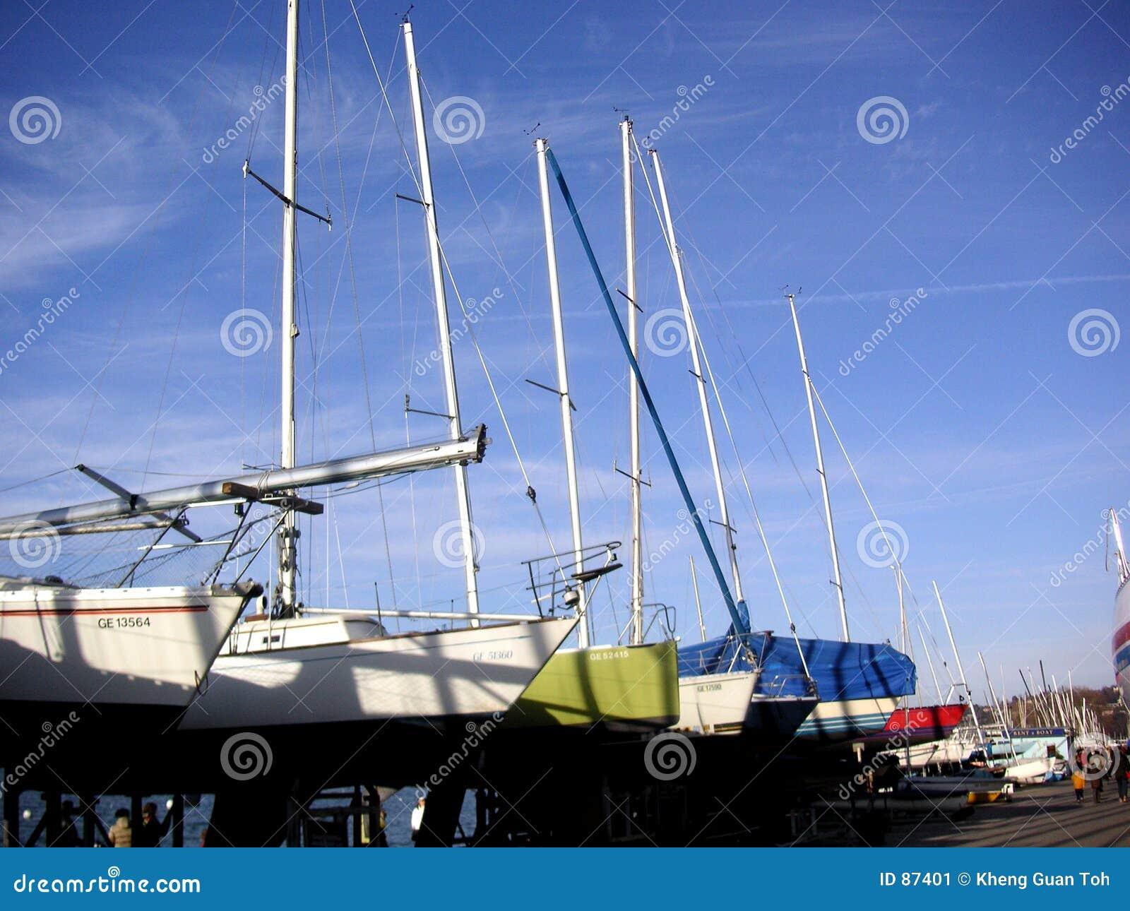 Row yachts