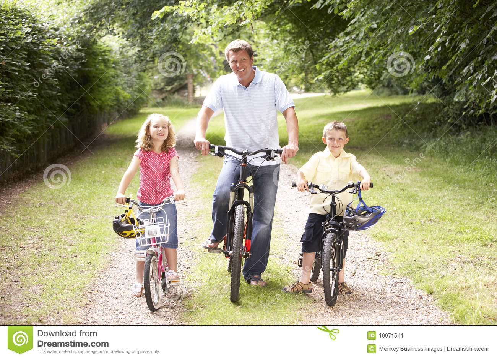 Rowerów dzieci wsi ojca jazda