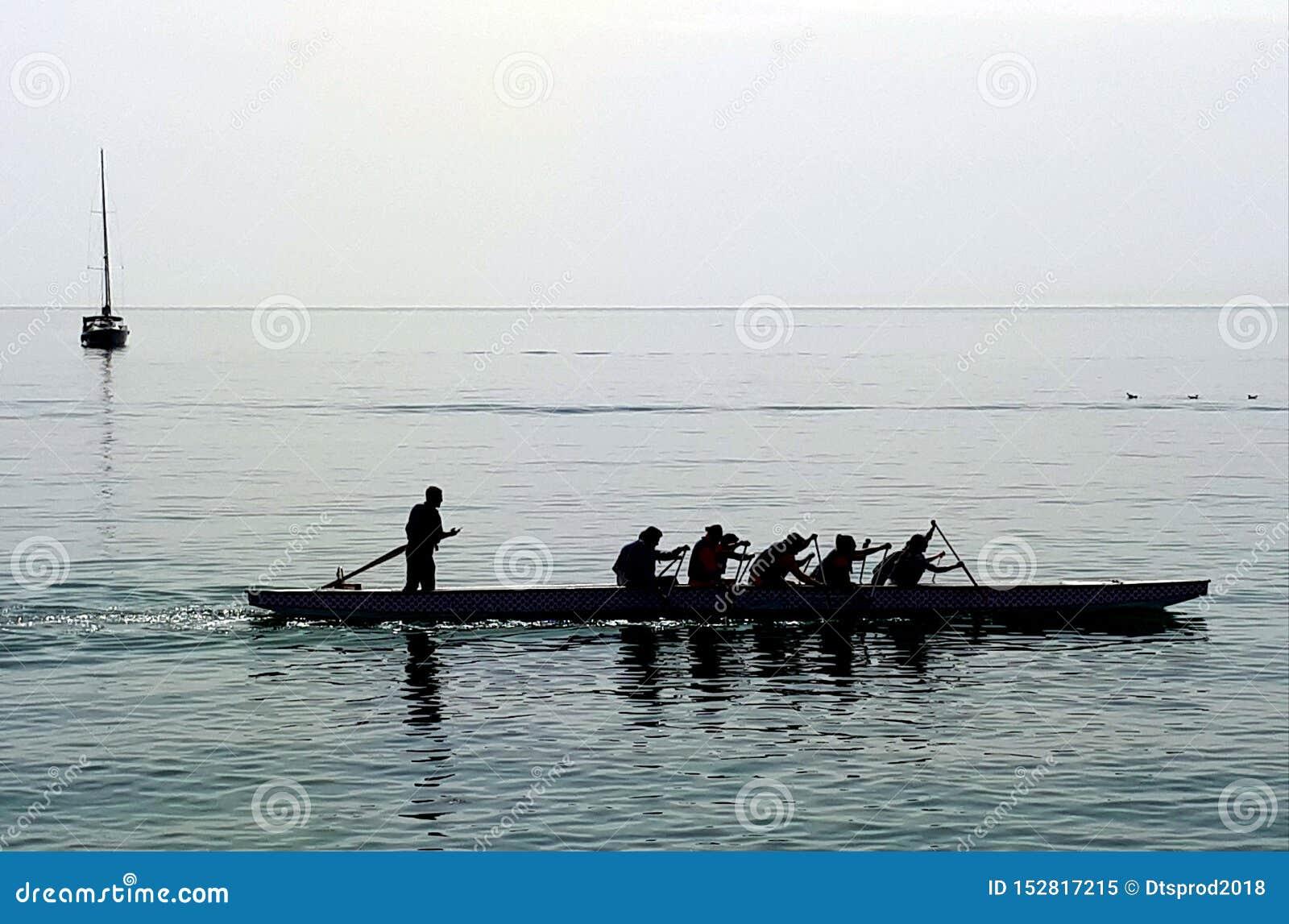 Rowers na spokojnym morzu