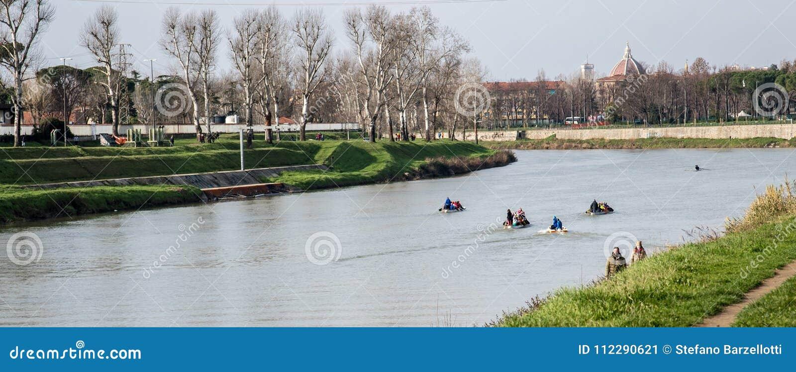 Rowers w szkoleniu na Arno rzece
