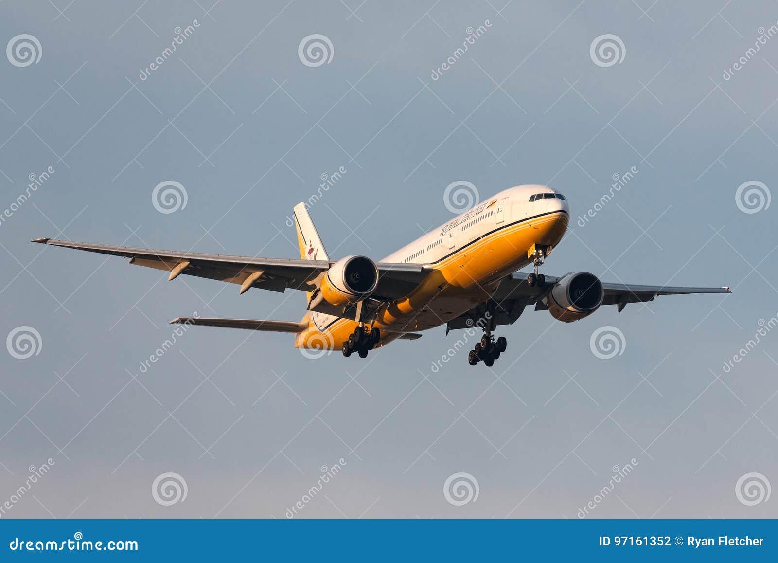 Royal Brunei Airlines Boeing 777-212/ER V8-BLA na aproximação à terra no aeroporto internacional de Melbourne