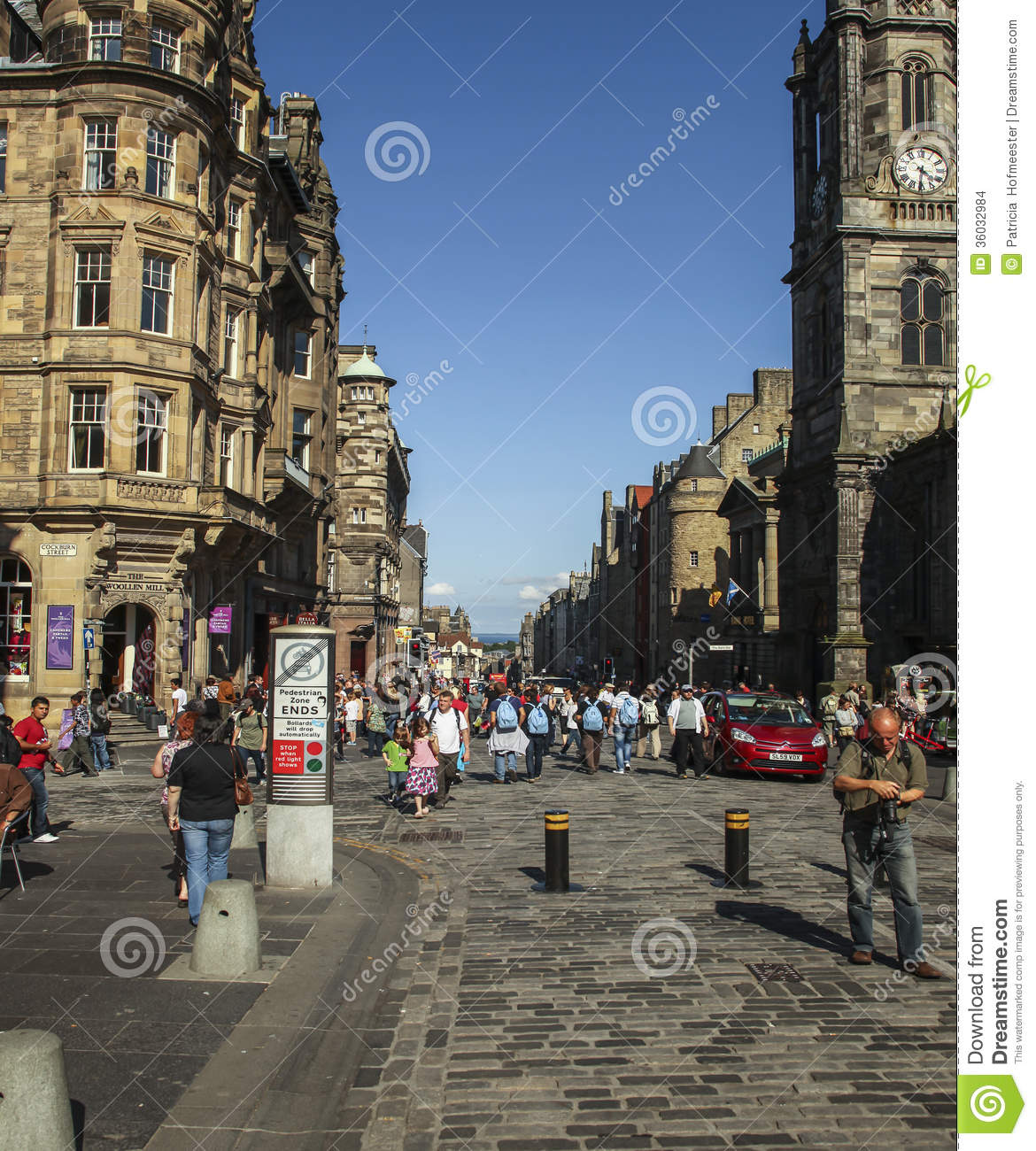 royal mile edinburgh july people main thoroughfare july scotland runs downhill 36032984