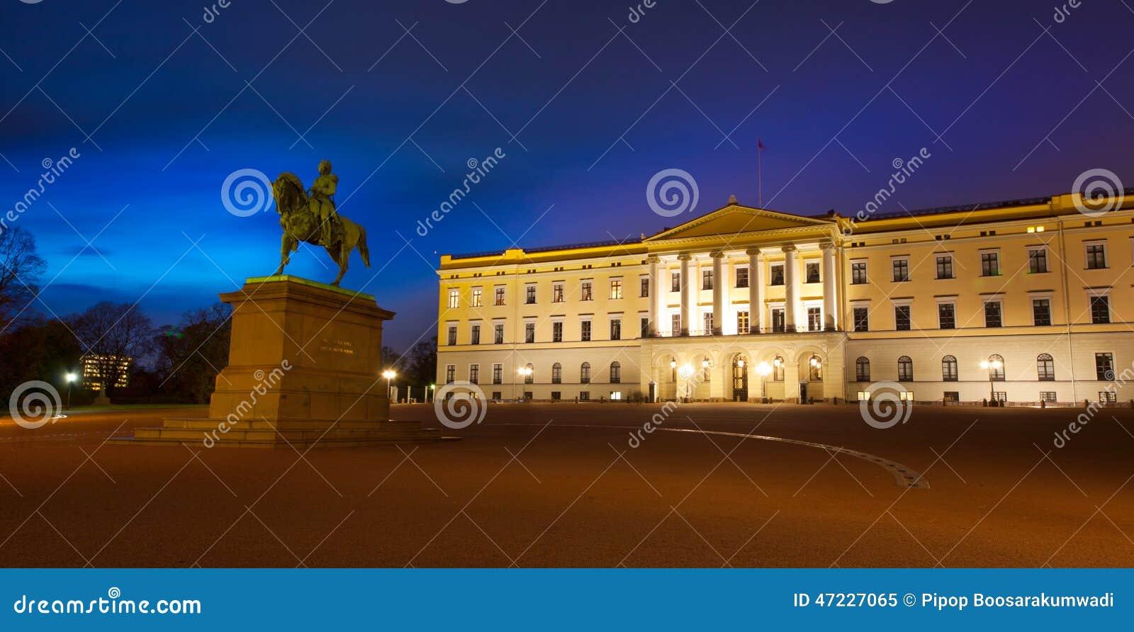 Royal Palace με το άγαλμα του βασιλιά Karl Johan στο Όσλο, Νορβηγία