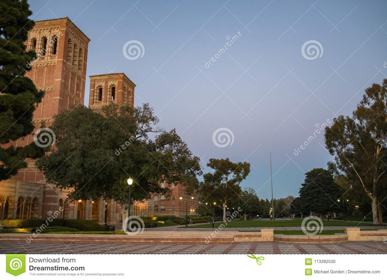 Royce Hall no terreno do University of California, Los Angeles