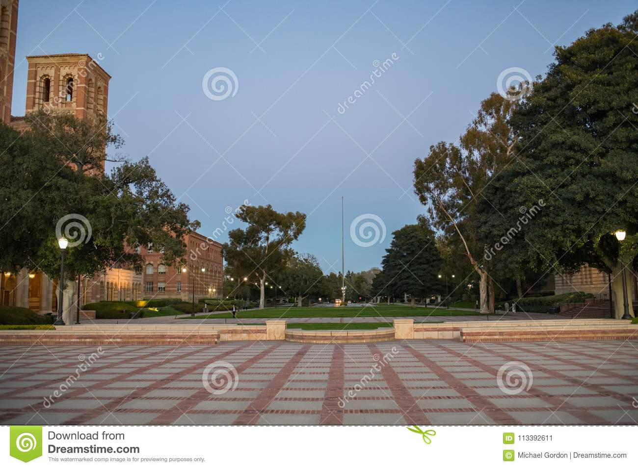 Royce Hall no terreno do University of California, Los Angeles