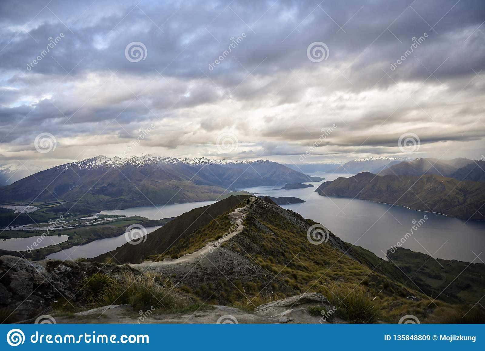 Roys peak new Zealand mountain