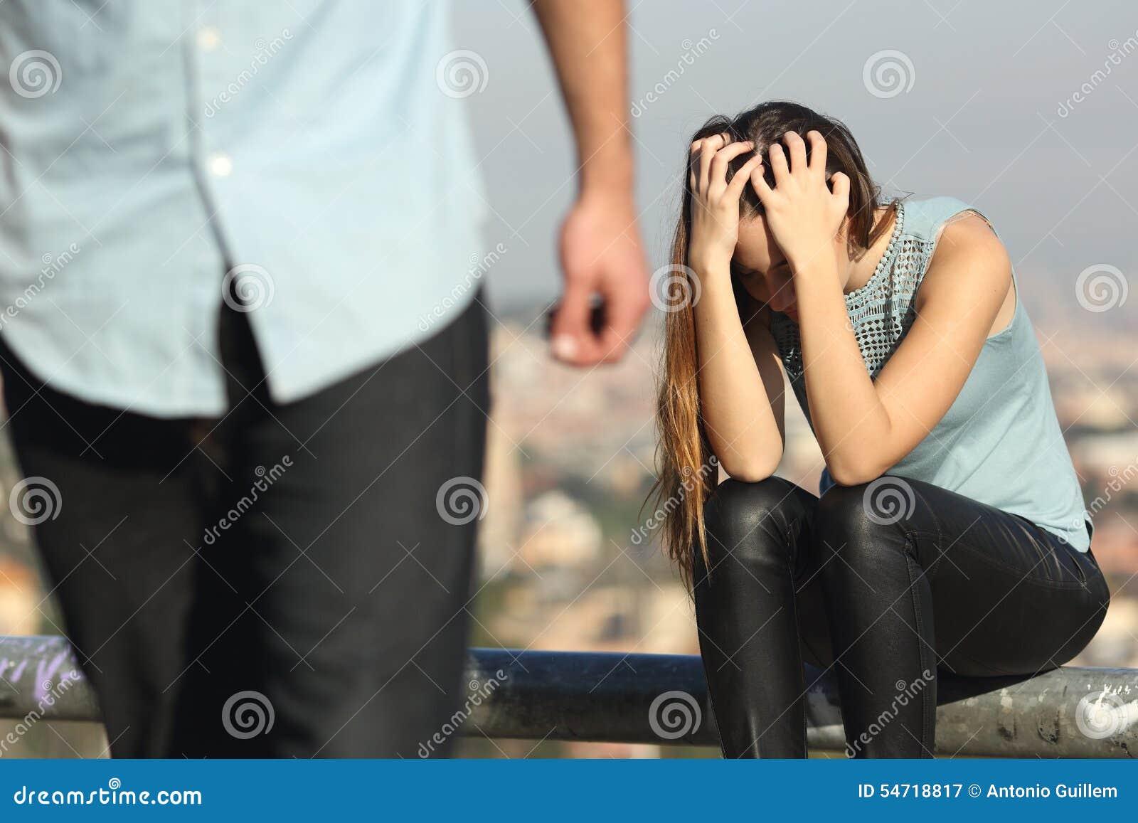 Rozbicie para z niedobrym facetem i smutną dziewczyną