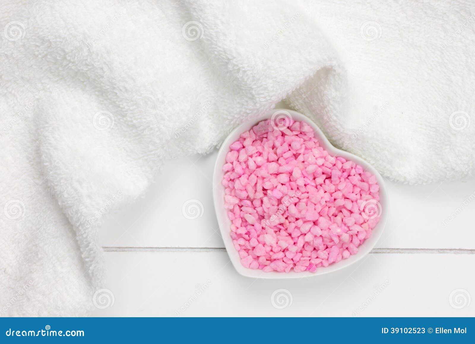 Roze badzout in hart gevormde kom