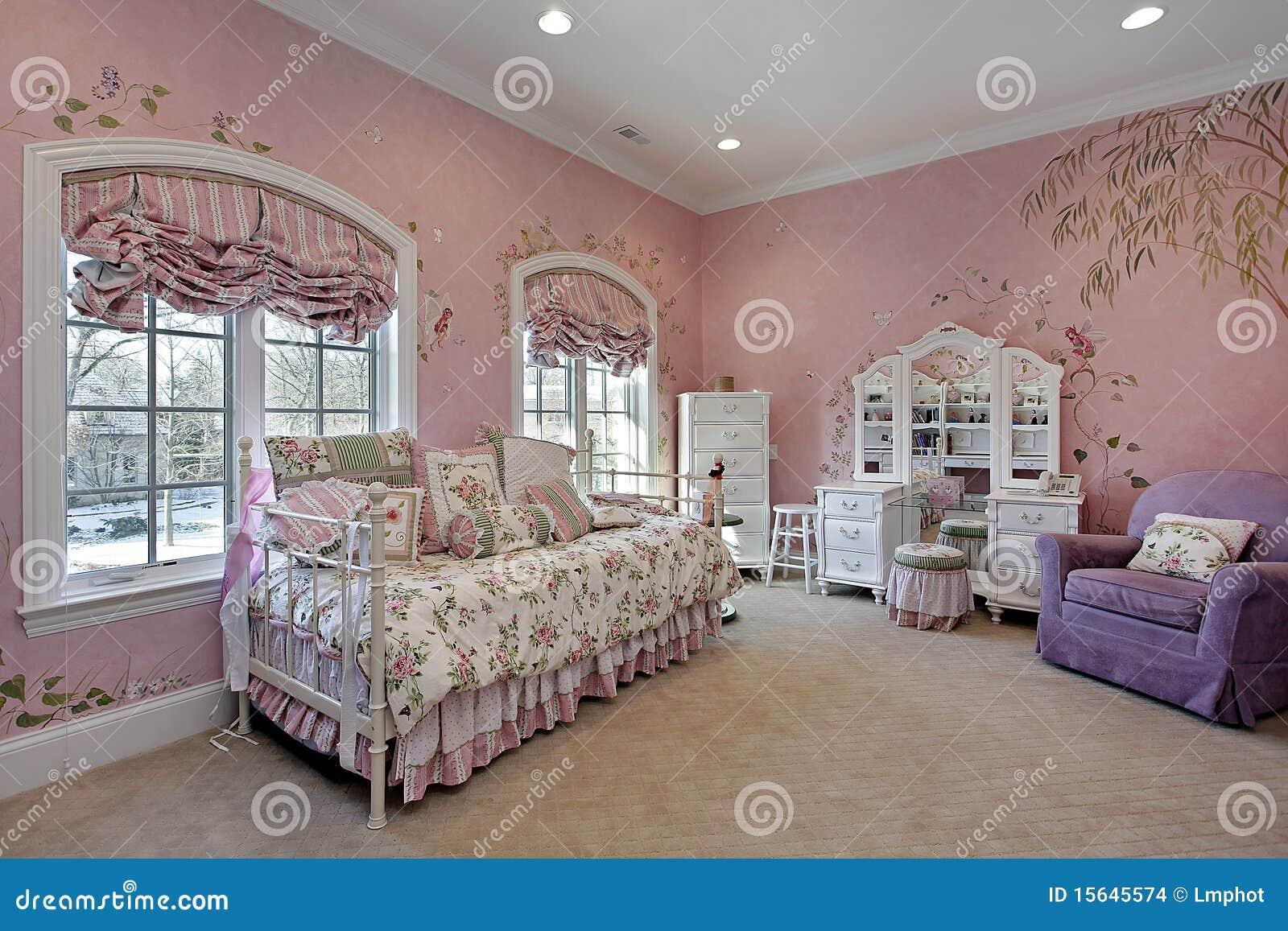 Roze Slaapkamer In Huis In De Voorsteden Stock Afbeeldingen ...