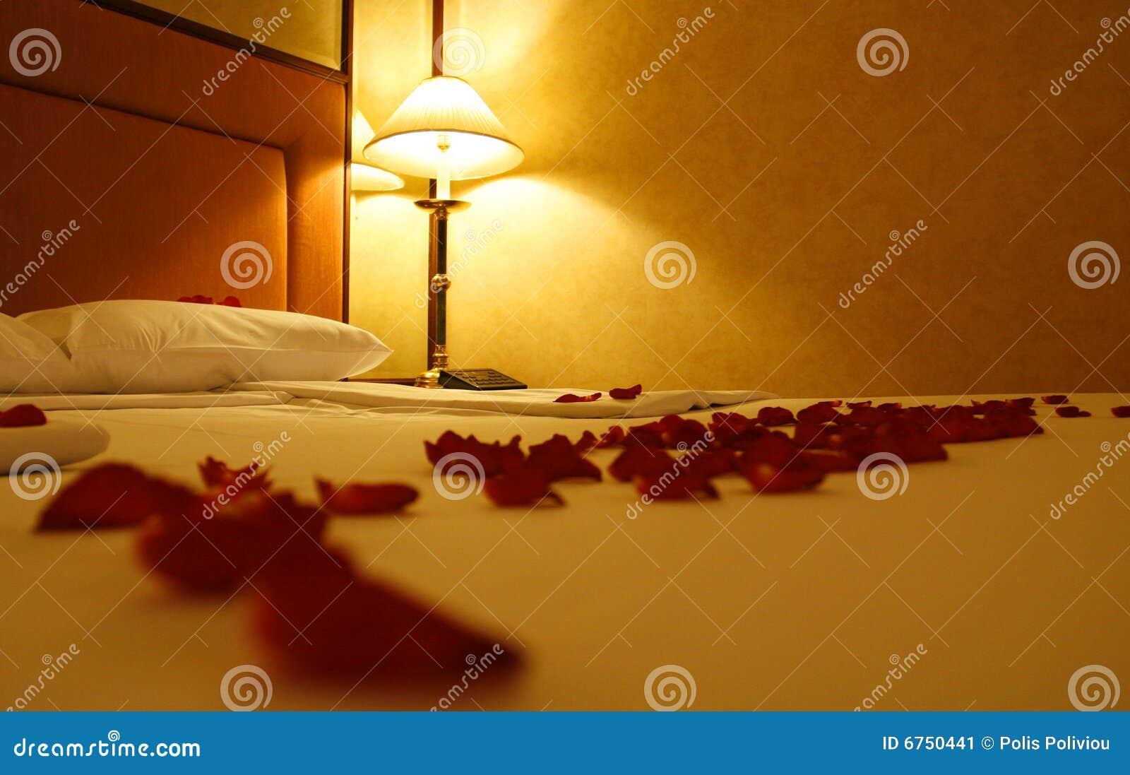 Rozen en bed stock afbeelding   afbeelding: 6750441