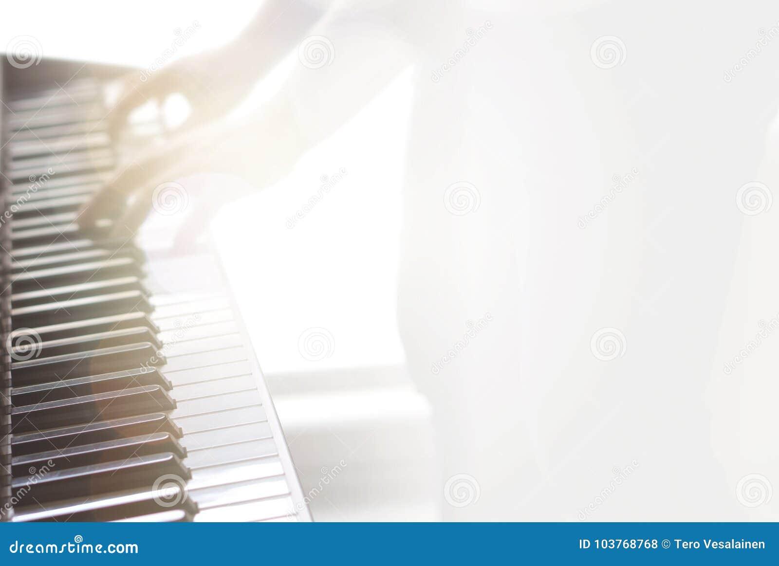 Rozmyty abstrakcjonistyczny muzyczny tło fortepianowy bawić się