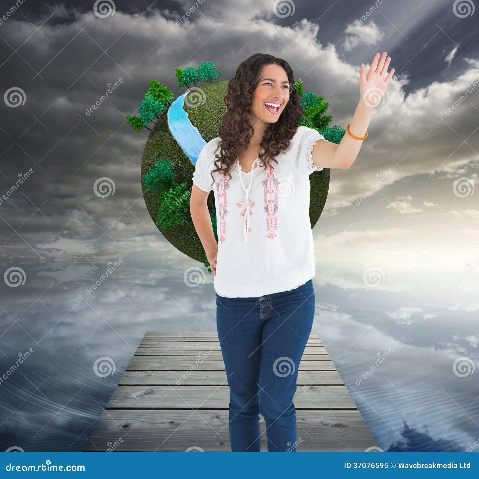 Download Rozochocona Atrakcyjna Brunetka Ono Uśmiecha Się Podczas Gdy Powitanie Ilustracji - Ilustracja złożonej z piłka, rzeka: 37076595