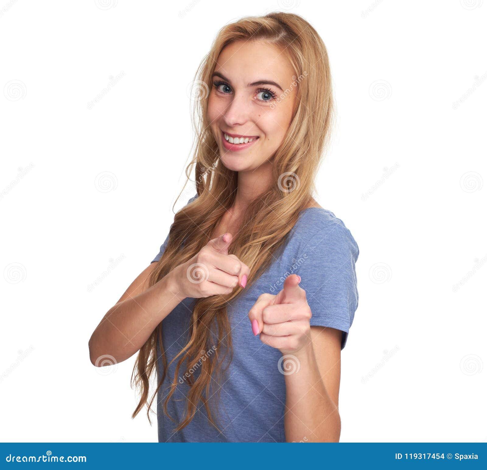 Rozochocona kobieta wskazuje przy kamerą odizolowywającą
