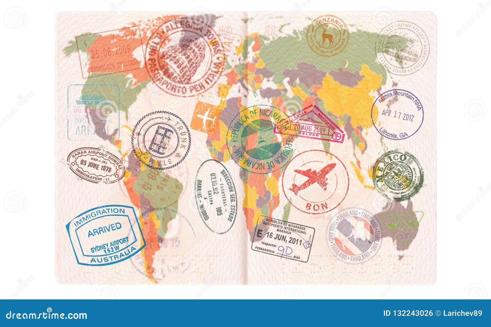 Rozpieczętowany paszport z wizami, znaczki, foki Światowej mapy turystyki lub podróży pojęcie
