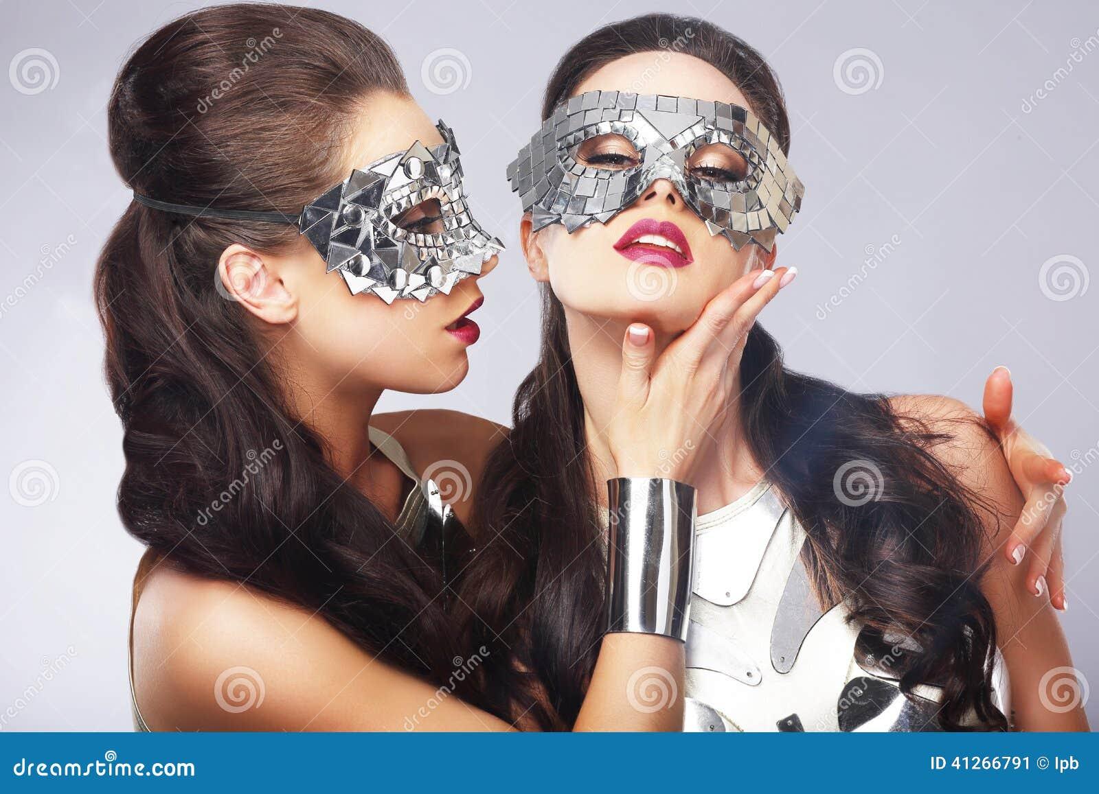 Rozrywka Kobiety w Srebnych Błyszczących maskach artyści