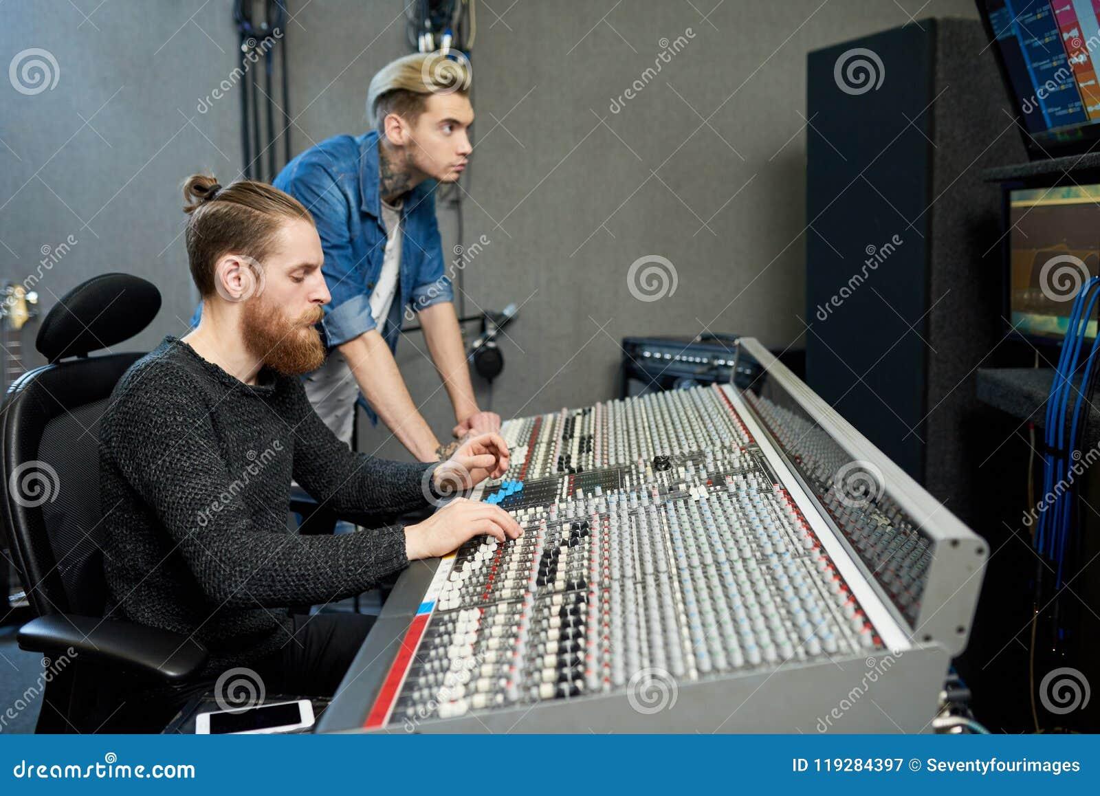 Rozsądni producenci w studiu