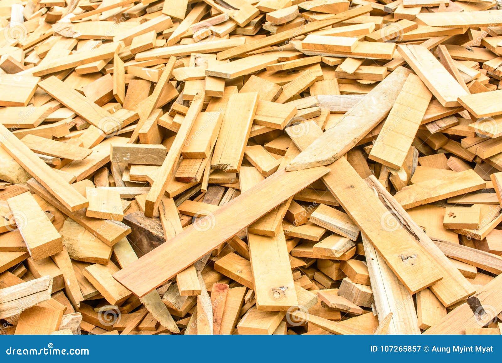 Rozsypisko kawałki drewno