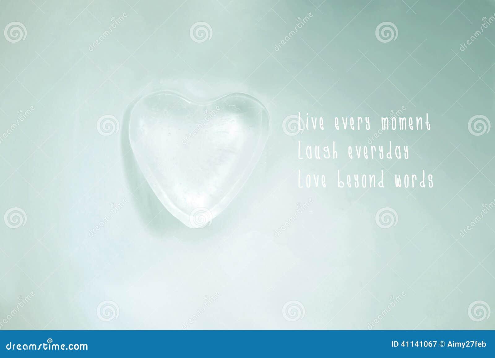 Roztapiający Lodowy Serce Na Szklanej Powierzchni Miłości