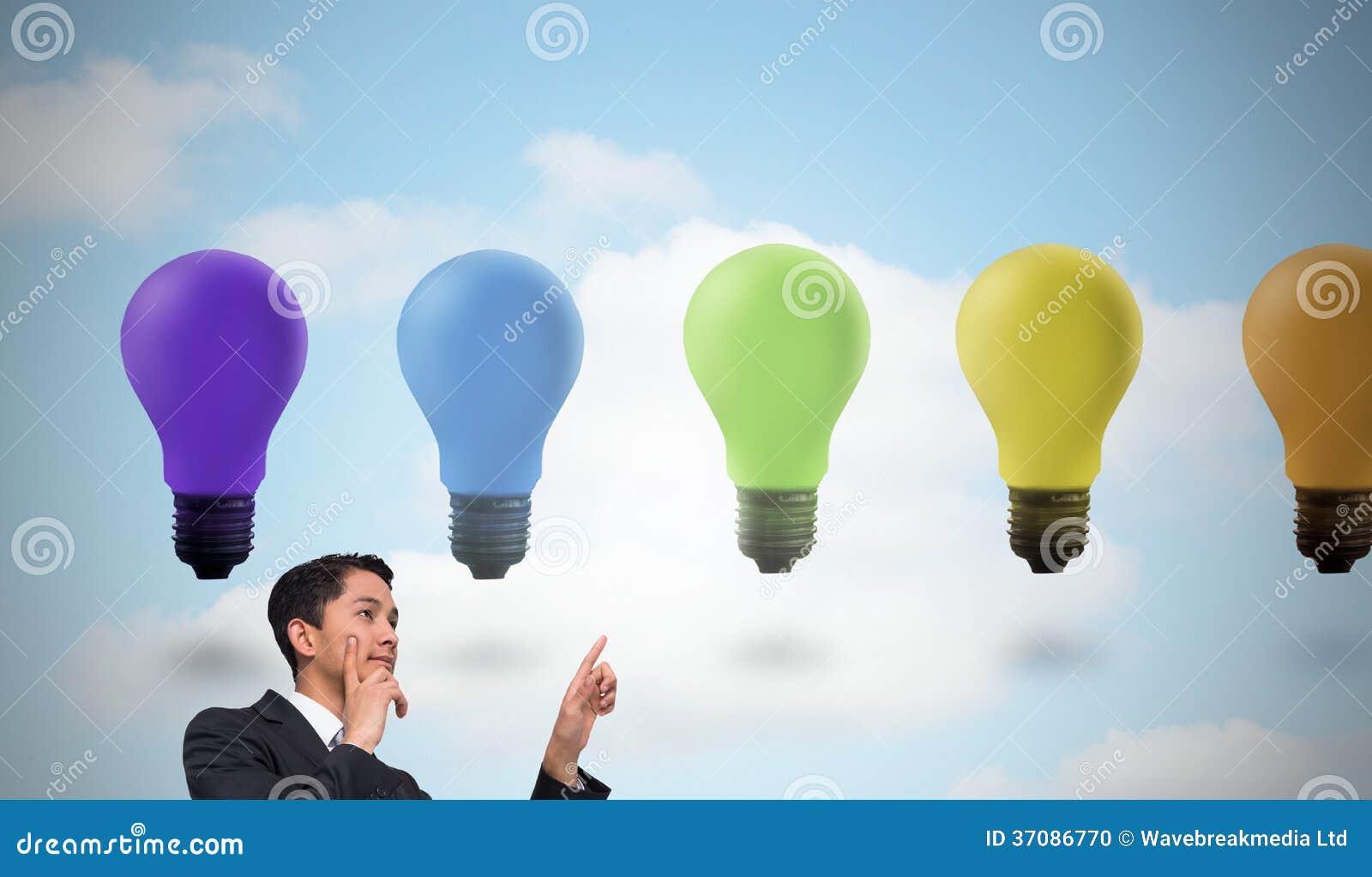 Download Rozważny Azjatykci Biznesmena Wskazywać Zdjęcie Stock - Obraz złożonej z elektryczność, objurgate: 37086770