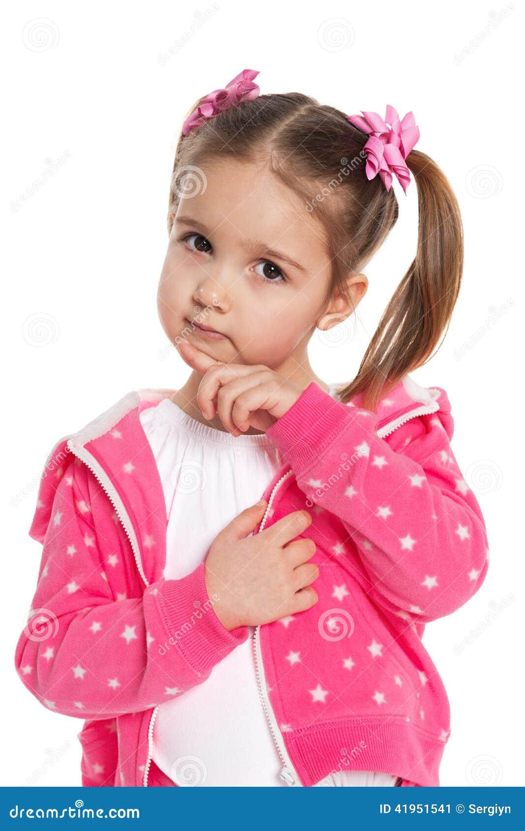 Rozważna preschool dziewczyna w menchiach