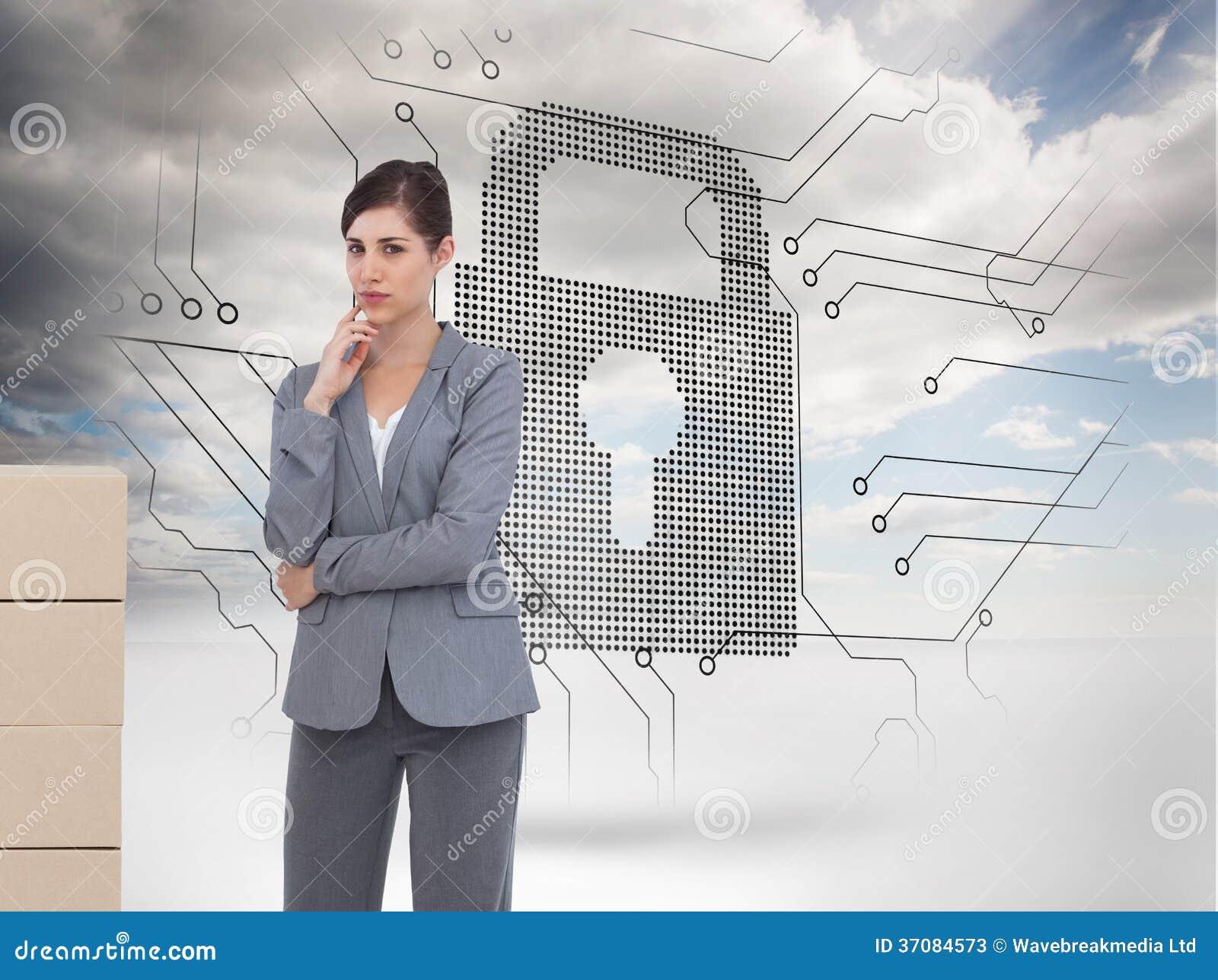 Download Rozważny Bizneswoman Pozuje Z Kartonami Obraz Stock - Obraz złożonej z wytwarza, dane: 37084573