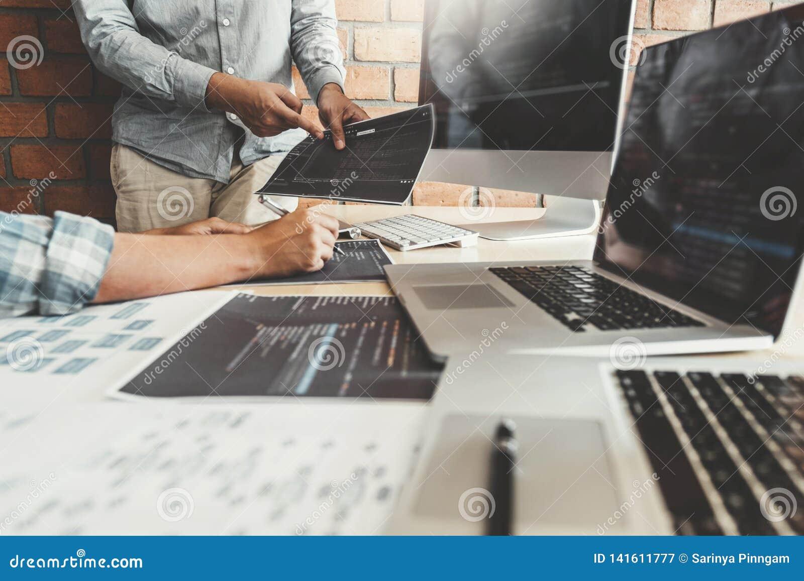 Rozwija programisty rozwoju Drużynowa strona internetowa projektuje i kodować technologie pracuje przy firmy softwarowej biurem