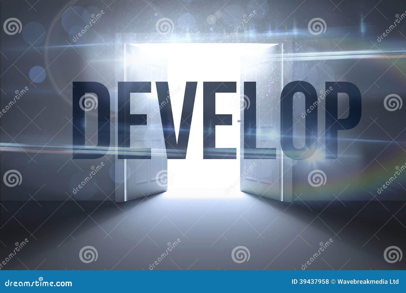 Rozwija przeciw drzwiom otwiera odkrywczego światło