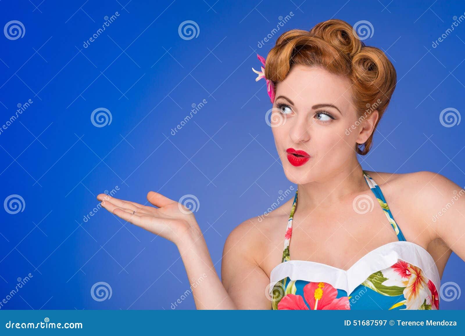 r tro femme d nomm e avec des cheveux et le maquillage d 39 ann es 39 50 photo stock image 51687597. Black Bedroom Furniture Sets. Home Design Ideas